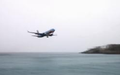 Video: Tròn mắt xem máy bay Boeing-737 bay sát mặt biển