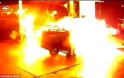 Video: Mất lái, tài xế Uber khiến trạm xăng nổ tung