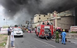 Cháy lớn nhiều giờ tại công ty may: Cần Thơ kêu gọi nhiều tỉnh chi viện