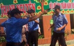 Nhóm bảo vệ chĩa súng, còng tay nữ giám đốc ngay giữa sân trường