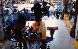 2 thanh niên giật iPad táo tợn ngay trong cửa hàng điện thoại