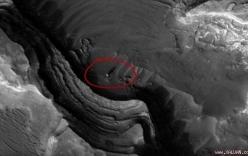 Video: Cận cảnh quả cầu bí ẩn đổ bóng khổng lồ trên sao Hỏa