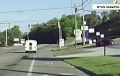 Video: Bé gái 4 tuổi văng khỏi ô tô đang chạy trên cao tốc