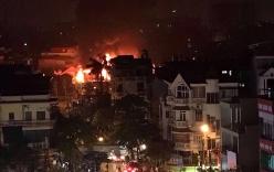 Liên tiếp 2 vụ cháy gara ô tô trong đêm, nhiều người thoát nạn