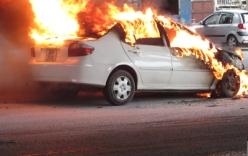 Audi bốc cháy ngùn ngụt sau khi phi như xiếc