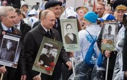 Putin cầm ảnh cha dẫn đầu diễu hành