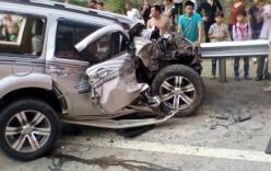 Xế hộp đối đầu xe khách trên cao tốc Nội Bài - Lào Cai