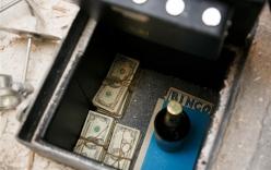 Phát hiện kho báu bạc tỷ khi dốc cạn tiền sửa bếp