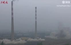 2 ống khói nhà máy nhiệt điện đổ sập trong vài giây ở Trung Quốc