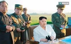 Lộ ảnh Kim Jong-un thất thần sau khi xem quân đội Triều Tiên phóng tên lửa