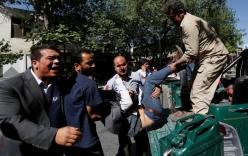 Hiện trường đẫm máu vụ nổ bom khiến hàng trăm người thương vong tại Kabul