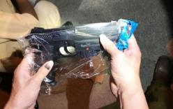 Xe khách vận chuyển 150 khẩu súng bắn đạn bi bị bắt giữ