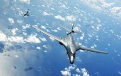 Máy bay ném bom, tàu chiến Mỹ diễn tập ở Biển Đông