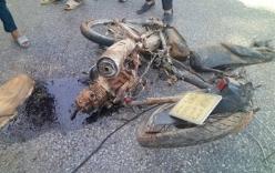 Xe bán tải tông xe máy bay xa 30m, 2 nữ sinh thương vong
