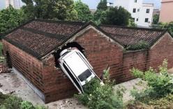 Lạ kỳ ngôi nhà thờ họ bị 4 lần ô tô tông thủng tường
