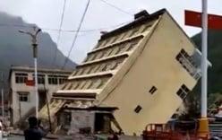 Video: Lũ cuốn cả căn nhà 5 tầng trôi xuống sông trong vài giây