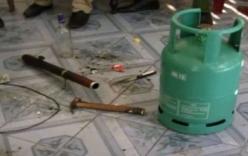 Chồng nhốt vợ rồi đe dọa châm lửa bình gas ở Sài Gòn