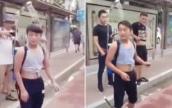 Nắng nóng 40 độ, chàng trai đeo vòi sen ra đường để vừa đi vừa tắm cho mát