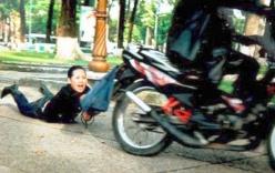3 thanh niên vây đánh 1 phụ nữ rồi cướp xe, tiền vàng ở Sài Gòn