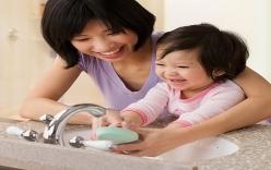 Bố mẹ cần phải biết những cách này để trị bệnh chân tay miệng ở con