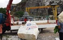 Đứt dây cáp cần cầu,  lái xe bị tảng đá 2 tấn đè chết