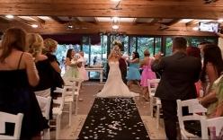Cô gái tự kết hôn với chính mình vì không tìm được người yêu ưng ý gây sốc