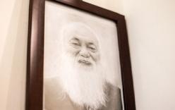 Linh cữu của thầy Văn Như Cương được đưa qua trường để tạm biệt học trò lần cuối