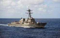Trung Quốc tức tối xua đuổi tàu chiến Mỹ gần Hoàng Sa