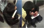 Hình ảnh người thợ nghèo ôm chiếc iPad dành dụm mua tặng con trên tàu điện ngầm gây xúc động