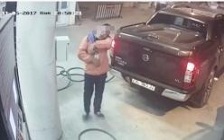 Nhân viên cây xăng quên thu tiền lên MXH nhờ tìm khách hàng gây xôn xao