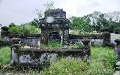 Lăng mộ mẹ vua Dục Đức ở Huế bị kẻ trộm xới tung để tìm kho báu