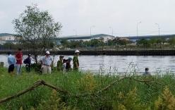 Phát hiện thi thể nam thanh niên đang phân hủy nổi trên sông ở Sài Gòn