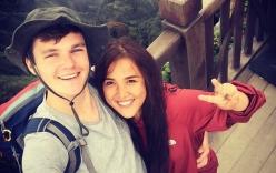 Liều đi du lịch cùng người lạ, mẹ đơn thân chiếm được trái tim chàng trai Anh đẹp trai, kém mình 10 tuổi