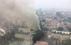 Hà Nội: Đang cháy lớn, cột khói cao hàng chục mét tại số 5 Phan Kế Bính quận Ba Đình