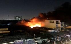 Xưởng mút ở TP.HCM bùng cháy dữ dội, hàng chục hộ dân phải di tản trong đêm