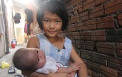 Hơn 150 triệu đã gởi đến gia đình bé gái 7 tuổi bị bố bỏ rơi, phải nghỉ học ở nhà trông em 2 tháng tuổi cho mẹ đi làm