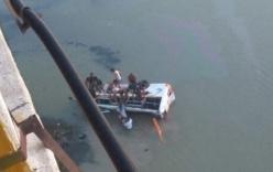 Xe bus lao xuống sông, 33 người thiệt mạng