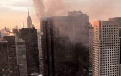 Cháy ở tầng thượng Tháp Trump, khói bốc ngút trời