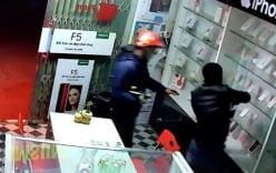 Clip 2 kẻ trộm táo tợn bẻ khóa cửa hàng điện thoại và cái kết gay cấn