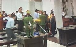 Video: Nhiều người tới ôm, bắt tay thăm hỏi ông Đinh La Thăng tại phiên tòa
