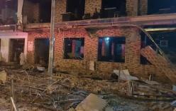Nổ lớn kinh hoàng trong đêm, nhà hàng 2 tầng bị
