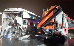 Xe khách tông xe cứu hỏa trên cao tốc: \
