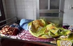 Con bầm chân, phụ huynh đánh cô giáo mầm non suýt xảy thai