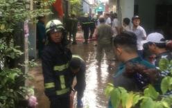 Giải cứu cụ bà 80 tuổi trong căn nhà bốc cháy dữ dội