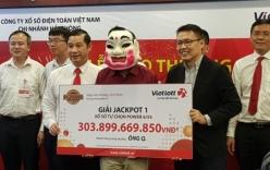 Chủ nhân Jackpot hơn 300 tỷ lộ diện, đeo mặt nạ đi nhận giải