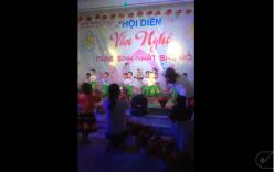 Clip: Cả lớp lên sân khấu tự nhiên quên bài tập thể khiến cô giáo múa