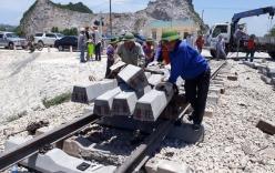 Cận cảnh khắc phục sự cố sau tai nạn tàu hỏa đâm xe ben khiến 10 người thương vong