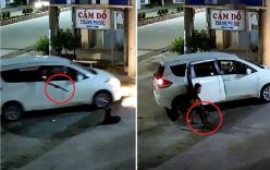 Tây Ninh: 2 thanh niên đi xế hộp dùng súng điện bắn trộm con chó đang hóng gió ven đường