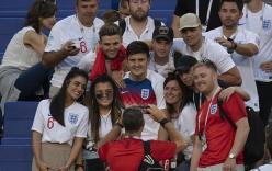 """Cầu thủ Anh được bạn gái """"thưởng nóng"""" khi đoạn vé vào bán kết"""