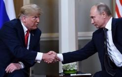 Hội nghị thượng đỉnh Nga - Mỹ: Vẻ mặt căng thẳng khi ông Trump và Putin bắt tay nhau